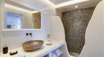 Secret Legend Suites, hotels in Oia
