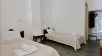 Anny Studios Perissa Beach, hotels in Perissa