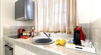 De_naxia Suites, hotels in Perissa