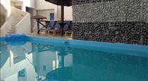 Katerina & John's Hotel, hotels in Perissa