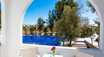 La Va Land Hotel, hotels in Perissa