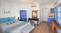 Meltemi Luxury Suites, hotels in Perissa
