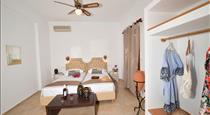 Philoxenia Hotel & Studios, hotels in Perissa
