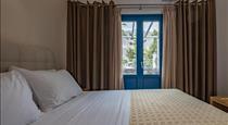 Tristhenia, hotels in Perissa