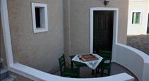 Villa Anemomilos Perissa, hotels in Perissa
