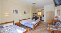 Athina Villa, hotels in Perivolos