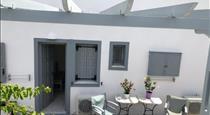 Blackcoast Santorini, hotels in Perivolos
