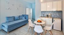 Blue Sea Apartments, hotels in Perivolos
