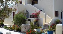 Marina's Studios, hotels in Perivolos