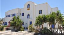 Nikolas Villas, hotels in Perivolos
