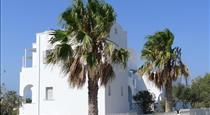 Nostos Studios, hotels in Perivolos