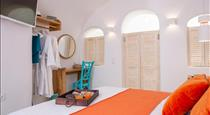 1906 White Cave Studio, hotels in Pyrgos