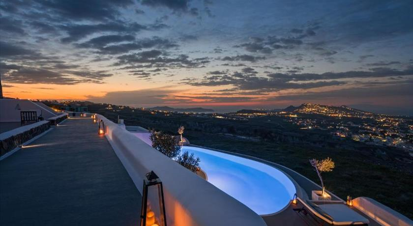 Carpe Diem Exclusive Boutique Resort, Hotel in Pyrgos, Greece - Santorini View
