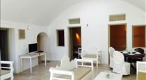 Filotimo Cave Houses, hotels in Pyrgos
