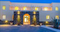 Zorbas Hotel Santorini, hotels in Pyrgos