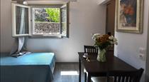 Rose Suites, hotels in Vourvoulos