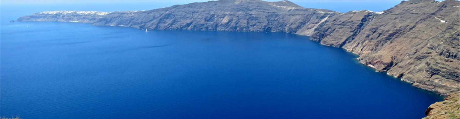 How to get from the airport to Fira and the rest of Santorini