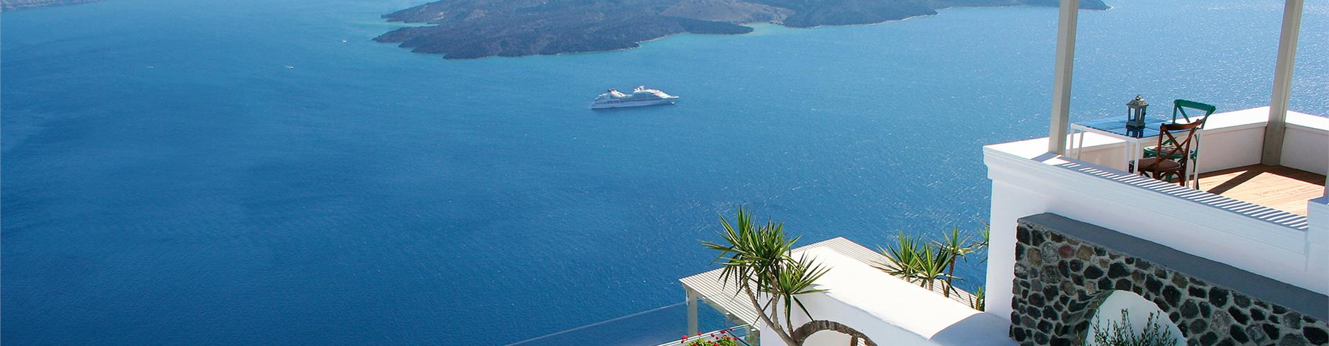 Discover off season Santorini hotels