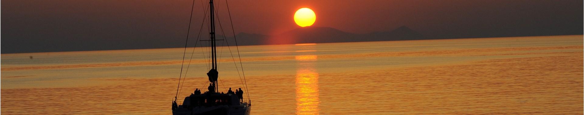 Romantic Honeymoon Experiences in Santorini